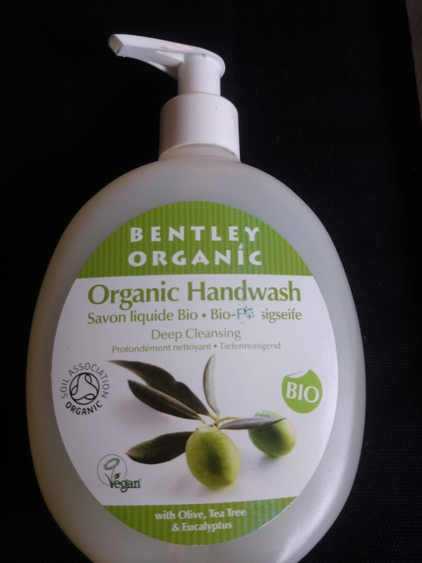 HAND CARE the NATURAL WAY! Looking after your hands by washing them the non-chemical way! natural handwash reviews at www.helensjourney.com