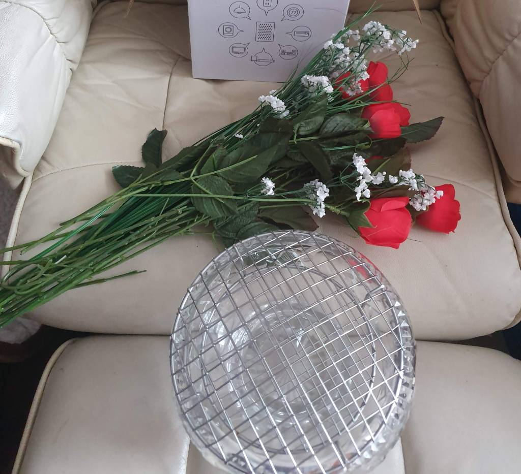 DIY Guide to make artificial red rose arrangement. Faux flower DIY